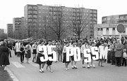 1. máj v Havířově-Podlesí. Na konci 80. let ještě s pionýry a Lidovými milicemi.