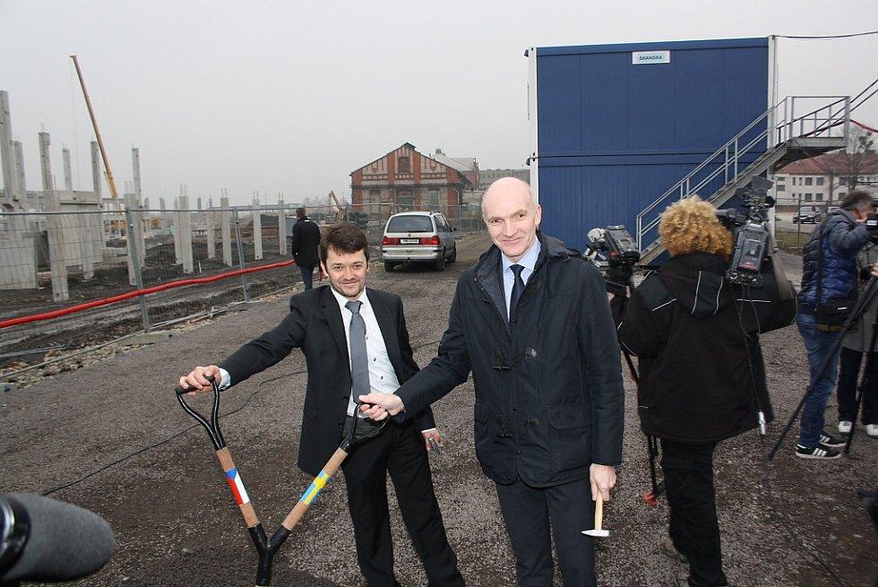 Slavnostní zahájení stavby Mölnlycke Health Care v Havířově-Dolní Suché. Emmanuel Chilaud a Eric De Kesel.