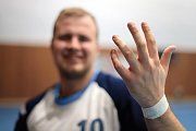 Občas druholigový handbal bolí a o vykloubené prstíky není nouze.