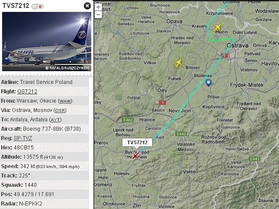 Snímek z radaru zachycuje Boeing 737-800 SP-TVZ Travel Service (červeně označená ikonka) krátce po letmém mezipřistání v Mošnově ve středu 9. 5. 2012 cestou z Polska.