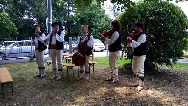 Oslavy Anenské pouti si místní lidé tentokrát užili v zahradě PZKO v Karviné-Ráji.