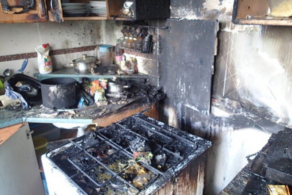 Následky požáru od fritovacího hrnce.