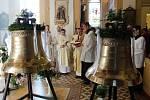 Zastupující biskup ostravsko-opavský Martin David v sobotu v kostele v Horní Suché požehnal třem novým zvonům, které si farnost pořídila.