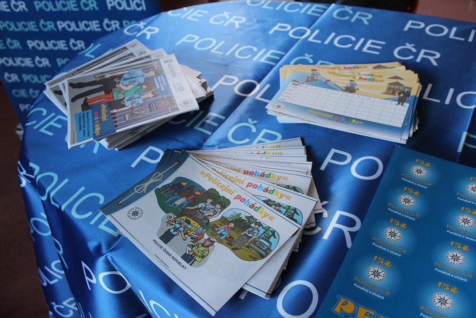 Také karvinští policisté se zapojili do celoregionální akce Týden čtení policejních pohádek.