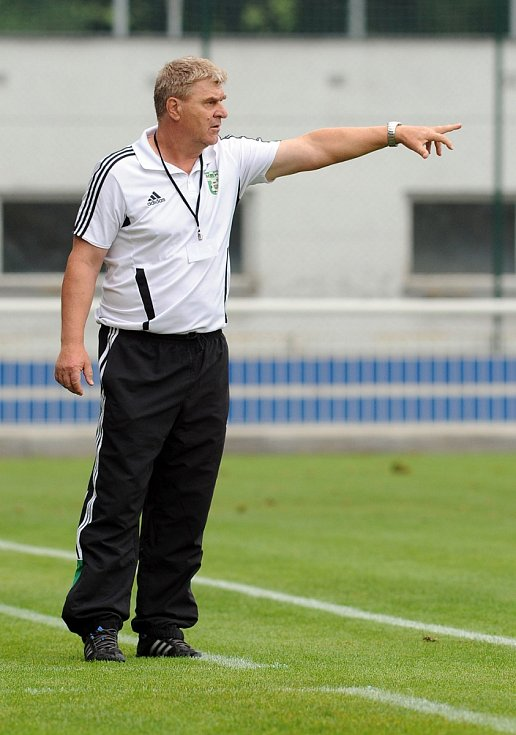 Trenér Karviné Josef Mazura.