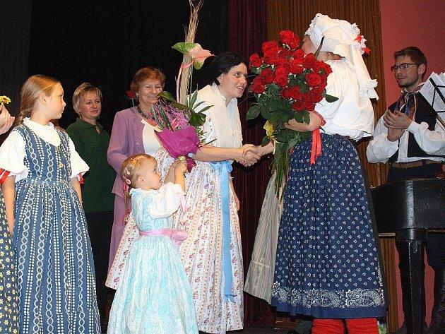 Folklorní soubor Olšina oslavil v sobotu 25. výročí svého založení, dětský folklorní soubor Olšinka 20. výročí svého založení.