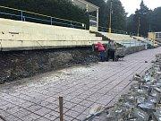 Oprava odpočinkové terasy a zdi na letním koupališti v Havířově.