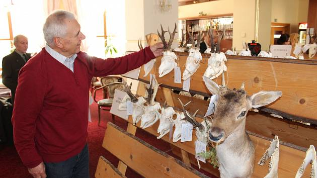 Trofeje za rok 2016 vystavují myslivci z Karvinska v Havířově.