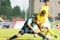 Fotbalisté Orlové (v tmavých dresech) nestačili v poháru na své třetiligové kolegy z Hlučína.