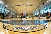 Karvinští házenkáři (v zeleném) přehráli v prvním semifinálovém utkání série pražskou Duklu.