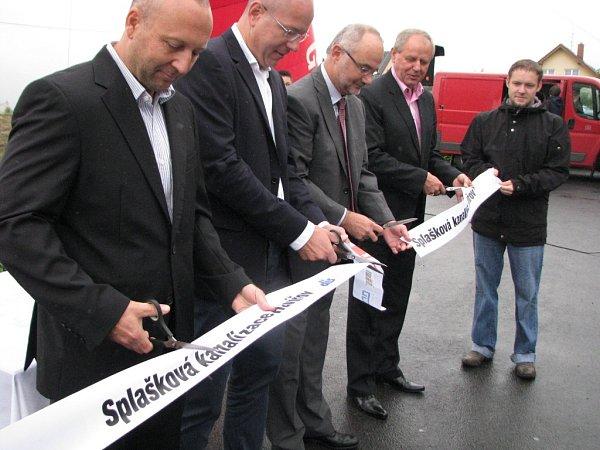 Slavnostní ukončení stavby kanalizace.