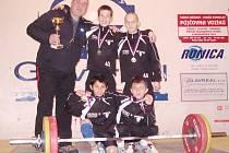 Mistři republiky v kategorii starších žáků. Nahoře trenér Khek, Dučay a V. Moskal, v podřepu Polák a M. Moskal.