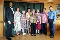 Zástupci havířovských seniorů, kteří se zúčastnili Krajských sportovních her v Třinci, přišli medaile ukázat primátorovi Havířova Josefu Bělicovi.