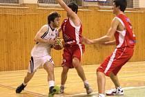 Basketbaloví kadeti Sokola podlehli bouřlivému prostředí.