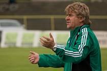 Co to má být? Jako by se divil trenér Karviné Josef Mazura výkonu svých svěřenců v poháru v Domažlicích.