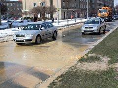 Havárie na vodovodním řadu způsobila drobné komplikace v dopravě v centru Havířova.