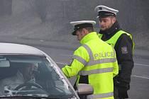 Ranní kontrolní akce dopravních policistů na stanovišti v Horní Suché.