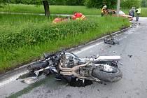 Místo dopravní nehody motocyklu a osobního automobilu v Orlové.
