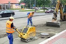 Střed Orlové je jedno velké staveniště. Dělníci už od konce června opravují hlavní dopravní tepnu Masarykovu třídu.