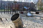 Demontáž atrakcí v dětském parku v centru Havířova.