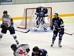 Havířov (v modrém) vyzval v úvodní přípravě extraligové Vítkovice.