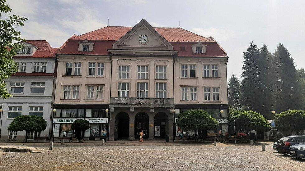 Orlová-Město. Náměstí, budova radnice.