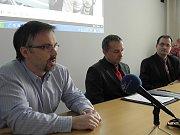 Snímek z tiskové konference k případu.