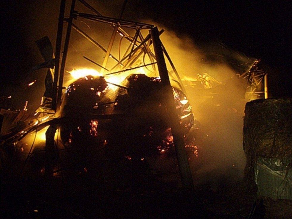 Noční požár seníku v Bohumíně