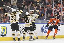 David Pastrňák rozhodl duel v Edmontonu.