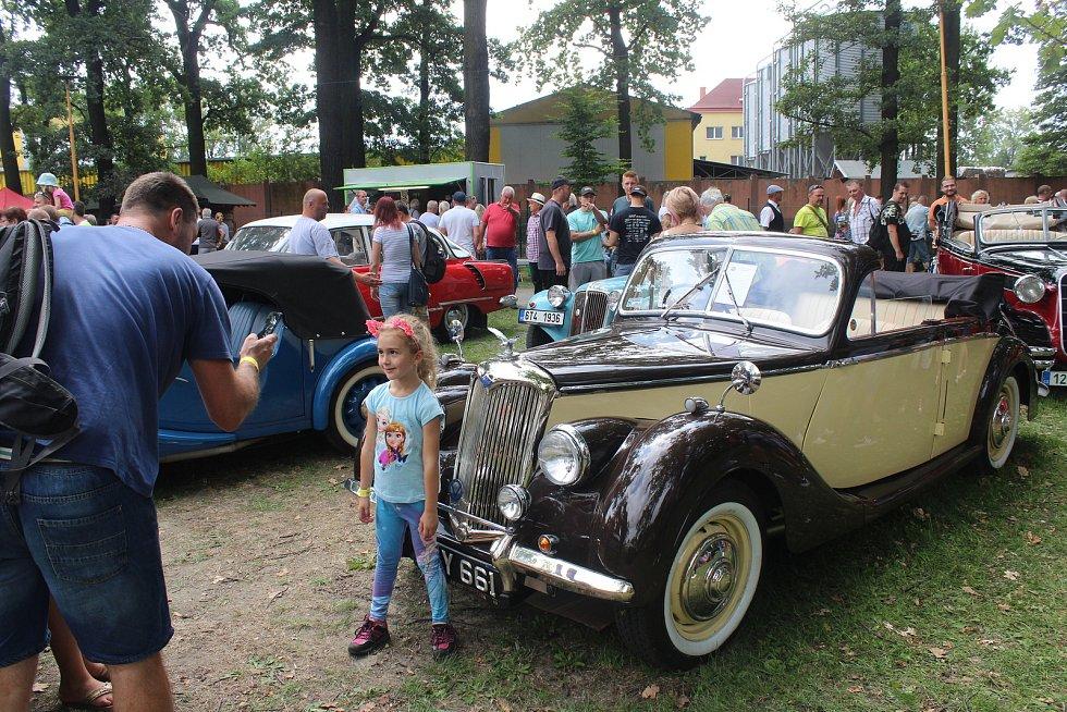 Setkání řidičů starých aut a motocyklů v Bohumíně, které pořádal Veteran car club Ostrava v sobotu 3. srpna 2019.