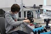 Společnost ROBE lightning, která zahájila výrobu ve své karvinské pobočce, vyrábí světla pro světové koncertní i divadelní show. Valašská firma v Karviné momentálně zaměstnává 30 lidí.