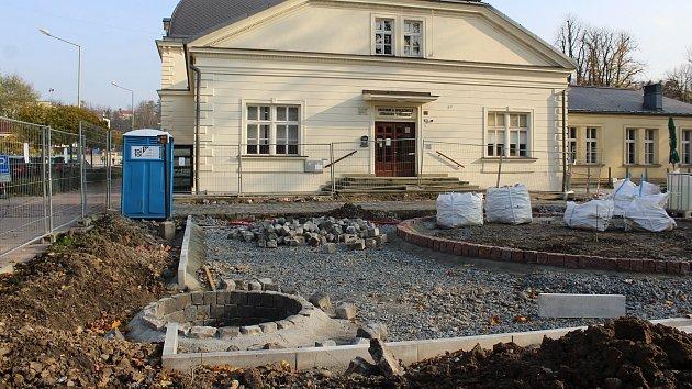 Při rekonstrukci a úpravách zahrady u KaSS Střelnice v Českém Těšíně odkryli dělníci studnu z 19. století.