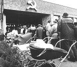 Porevoluční akce v Karviné u někdejšího okresní komunistické centrály.