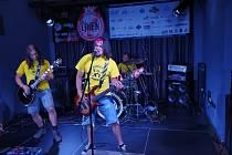 Historicky první hudební skupina, která vystoupila po dlouhých letech v nově otevřeném prostoru v DK Poklad v Ostravě-Porubě, se jmenovala Unikátní Popcorn.