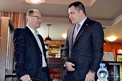 Starosta Českého Těšína Vít Slováček (vlevo) a europoslanec Tomáš Zdechovský.