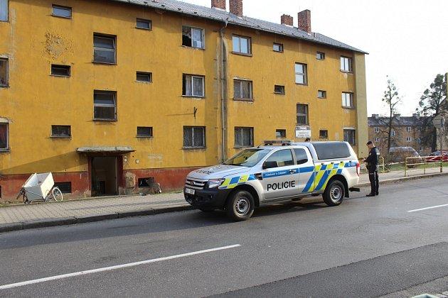 V Dukelské ulici v Havířově-Šumbarku byl ve sklepě obytného domu nalezen dělostřelecký granát.