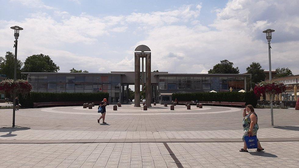 Havířov, centrum, náměstí Republiky, kyvadlo.