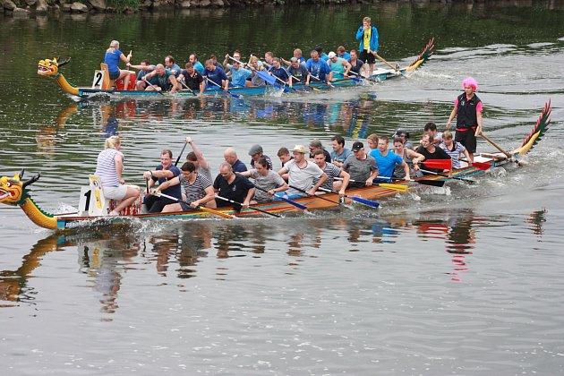Karvinská posádka vyhrála závod dračích lodí na Odře.