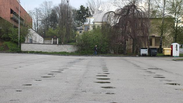 Parkoviště u OD Prior bude dva měsíce uzavřeno kvůli opravě.
