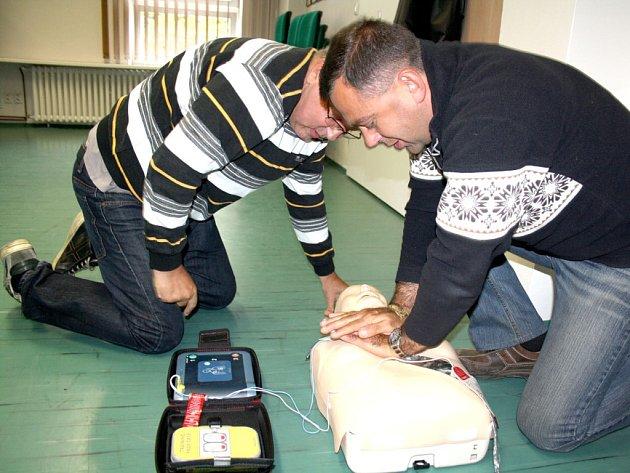 Strážníci se učili, jak pomáhat lidem v ohrožení života.