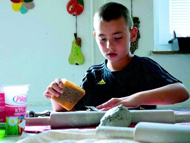 si práci s keramickou hlínou užívaly, i díky tomu se jim výrobky povedly.