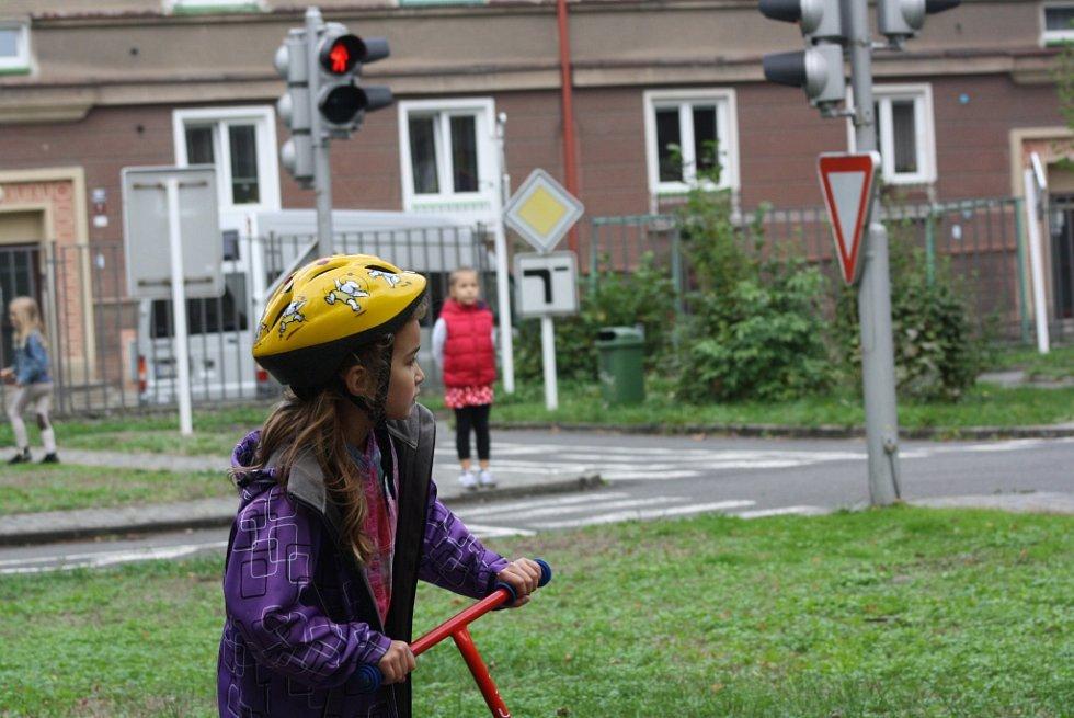 Dopravní výchova na hřišti v centru Havířova.