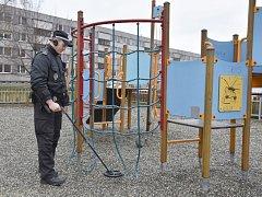 Detektor kovů ve službách karvinské městské policie.
