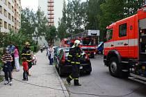 V Karviné-Hranicích v jednom z bytů v ulici Bratranců Veverkových vypukl požár. Dvanáctiletý chlapec si ohříval jídlo a chytla celá kuchyň.