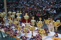 Na účastníky Karviná Cupu čekala spousta pohárů.