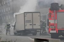 Hašení požáru nákladního automobilu.