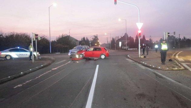 Nehoda na křižovatce ulic Nádražní a Sv. Čecha vKarviné se stala vpondělí ráno.