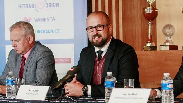 Michal Prokeš (vpravo) a další fotbaloví činovníci žádají změnu ve školské tělovýchově.