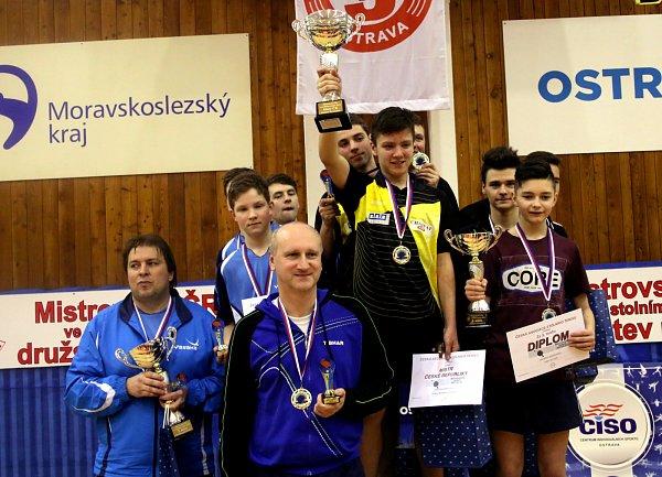 Mistři republiky Vojtěch Rozinek, Michal Mikolašik, Jan Gorecki a Matěj Siwiec.