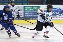 Hokejistky Karviné si poradily s Kladnem a v semifinálové sérii play-off se ujaly vedení.